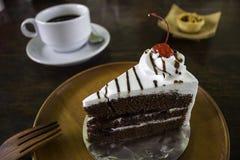 Ένα εύγευστο κέικ με έναν καφέ και την ατζέντα Στοκ Εικόνες