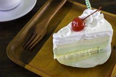 Ένα εύγευστο κέικ με έναν καφέ και την ατζέντα Στοκ φωτογραφία με δικαίωμα ελεύθερης χρήσης