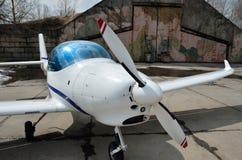 Ένα ελαφρύ αεροσκάφος στο αεροδρόμιο Στοκ Εικόνες