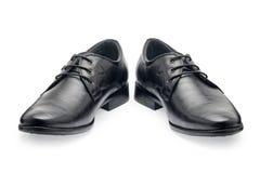 Ένα ζευγάρι των κλασσικών μαύρων παπουτσιών δέρματος για τα άτομα, με τα κορδόνια Στοκ Εικόνα