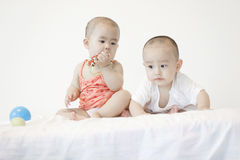 Ένα ζευγάρι των μωρών twinborn Στοκ φωτογραφίες με δικαίωμα ελεύθερης χρήσης