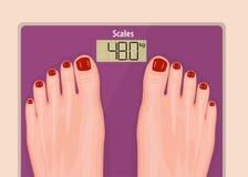 Ένα ζευγάρι των ποδιών στις κλίμακες λουτρών scale_Pink και τα κόκκινα καρφιά Στοκ εικόνες με δικαίωμα ελεύθερης χρήσης