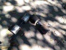 Ένα ζευγάρι των σπιτικών dumbells στοκ φωτογραφίες με δικαίωμα ελεύθερης χρήσης
