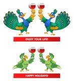 Ένα ζευγάρι των peacocks και ένα ζευγάρι των παπαγάλων που δίνουν μια φρυγανιά απολαμβάνουν το Υ Στοκ εικόνα με δικαίωμα ελεύθερης χρήσης
