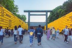 Ένα ζεύγος που φορά το ιαπωνικό κιμονό στο φεστιβάλ Στοκ Φωτογραφίες