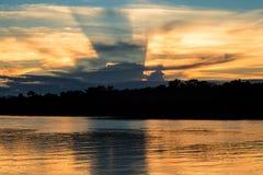 Ένα ηλιοβασίλεμα στον ποταμό Javari στοκ φωτογραφίες με δικαίωμα ελεύθερης χρήσης
