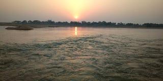 Ένα ηλιοβασίλεμα beautifuk στον ποταμό γιων στοκ εικόνα με δικαίωμα ελεύθερης χρήσης