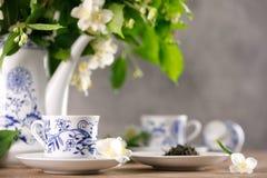Ένα θαυμάσιο τσάι forfor που τίθεται με ένα ευώδες πράσινο τσάι Πράσινο τσάι με ένα γούστο jasmine Στοκ εικόνα με δικαίωμα ελεύθερης χρήσης