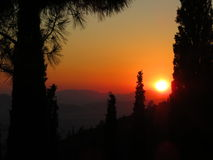 Ένα θερινό ηλιοβασίλεμα πέρα από την πόλη της Αθήνας, Ελλάδα Στοκ εικόνα με δικαίωμα ελεύθερης χρήσης