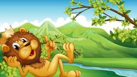 Ένα λιοντάρι βασιλιάδων πέρα από τον ποταμό ελεύθερη απεικόνιση δικαιώματος