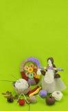Ένα κάθετο πράσινο πρότυπο της χειροποίητης κούκλας Στοκ Φωτογραφίες