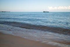 Ένα καμποτζιανό αλιευτικό σκάφος κοντά στην παραλία Koh στο νησί Rong Sanloem Στοκ Εικόνα