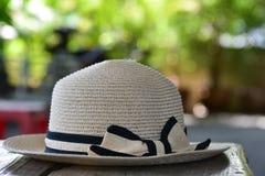 Ένα καπέλο με το χείλο για τις γυναίκες Στοκ Φωτογραφίες