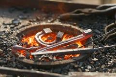 Ένα καυτό αμόνι, ένα πέταλο Στοκ εικόνα με δικαίωμα ελεύθερης χρήσης