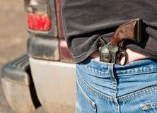Πιστόλι που πτυχώνεται στα τζιν στοκ εικόνες