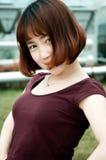 Ένα κινεζικό κορίτσι στον κήπο στοκ φωτογραφίες