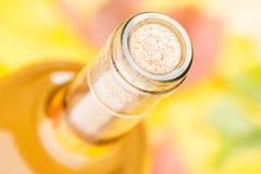 Ένα κλειστό μπουκάλι του άσπρου κρασιού Τοπ όψη Στοκ εικόνες με δικαίωμα ελεύθερης χρήσης