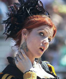 Ένα κοκκινομάλλες κοπέλα στο φεστιβάλ αναγέννησης της Αριζόνα Στοκ Εικόνα