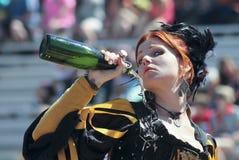 Ένα κοκκινομάλλες κοπέλα στο φεστιβάλ αναγέννησης της Αριζόνα Στοκ Φωτογραφίες