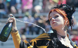 Ένα κοκκινομάλλες κοπέλα στο φεστιβάλ αναγέννησης της Αριζόνα Στοκ Εικόνες