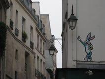 Ένα κομμάτι τέχνης οδών λαγουδάκι ζωύφιων στις οδούς που περιβάλλουν sacré-CÅ «ur, Παρίσι στοκ φωτογραφία με δικαίωμα ελεύθερης χρήσης