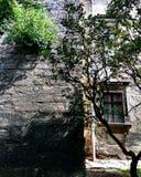 Ένα κομμάτι του τοίχου monastry σκιές Στοκ φωτογραφία με δικαίωμα ελεύθερης χρήσης