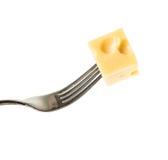 Ένα κομμάτι του τυριού σε ένα δίκρανο σιδήρου στοκ φωτογραφίες με δικαίωμα ελεύθερης χρήσης