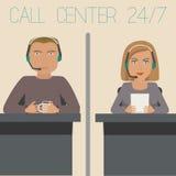 Ένα κορίτσι και ένας τύπος που λειτουργούν στην υποστήριξη, τηλεφωνικό κέντρο ελεύθερη απεικόνιση δικαιώματος