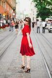 Ένα κορίτσι κόκκινα dres Στοκ Φωτογραφίες