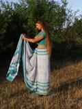 Ένα κορίτσι στη Sari στοκ φωτογραφίες με δικαίωμα ελεύθερης χρήσης