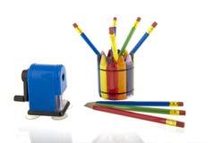 Κολάζ των μολυβιών σε ένα φλυτζάνι με μια μπλε ξύστρα για μολύβια Στοκ Φωτογραφία