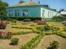 Ένα κρεβάτι λουλουδιών στον κήπο Στοκ Φωτογραφίες
