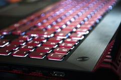 Ένα κόκκινος-μαύρο lap-top τυχερού παιχνιδιού Στοκ εικόνες με δικαίωμα ελεύθερης χρήσης