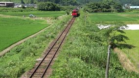Ένα κόκκινο τραίνο ένας-αυτοκινήτων απόθεμα βίντεο