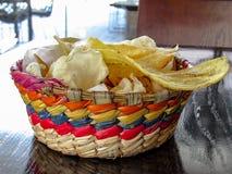 Ένα κύπελλο των μεξικάνικων πρόχειρων φαγητών Στοκ φωτογραφία με δικαίωμα ελεύθερης χρήσης