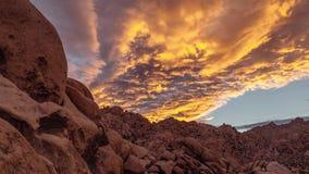 Ένα λαμπρό ηλιοβασίλεμα στο εθνικό πάρκο δέντρων του Joshua, ασβέστιο απόθεμα βίντεο