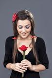 Ένα λουλούδι φαίνεται χαριτωμένο κορίτσι Στοκ φωτογραφίες με δικαίωμα ελεύθερης χρήσης