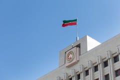 Ένα μέρος του κτηρίου με τη σημαία Στοκ Εικόνες