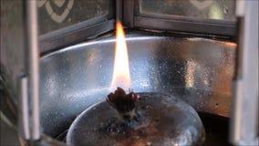 Ένα μήκος σε πόδηα του λαμπτήρα πυρκαγιάς στενό σε επάνω