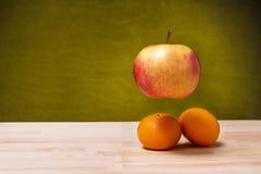 Ένα μήλο στον αέρα Στοκ Φωτογραφία