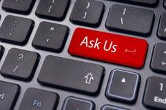 Το μήνυμα στο πληκτρολόγιο, μας ρωτά τις έννοιες Στοκ εικόνα με δικαίωμα ελεύθερης χρήσης