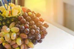 Ένα μεγάλο πιάτο σε ένα φεστιβάλ διακοπών των τροφίμων Τελετή των φρούτων, υγιής τρόπος ζωής, στοκ εικόνα