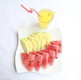 Ένα μεσημεριανό γεύμα με το καρπούζι, τα πεπόνια και το ποτήρι της λεμονάδας Στοκ φωτογραφία με δικαίωμα ελεύθερης χρήσης