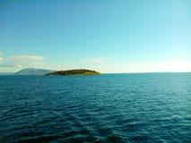 Ένα μικροσκοπικό νησί η ιόνια θάλασσα Στοκ εικόνα με δικαίωμα ελεύθερης χρήσης