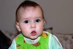Ένα μικρό αγόρι με ένα έκπληκτο πρόσωπο Στοκ φωτογραφία με δικαίωμα ελεύθερης χρήσης
