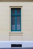 Ένα μικρό μπλε ορθογώνιο παράθυρο Στοκ φωτογραφία με δικαίωμα ελεύθερης χρήσης