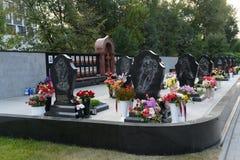Ένα μνημείο στα μέλη της λέσχης ` Lokomotiv ` χόκεϋ, που πέθαναν σε μια συντριβή αεροπλάνων στις 7 Σεπτεμβρίου 2011, σε Leontyevs στοκ φωτογραφία με δικαίωμα ελεύθερης χρήσης