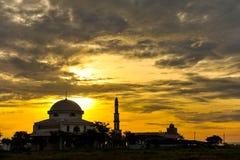 Ένα μουσουλμανικό τέμενος με το ηλιοβασίλεμα Στοκ εικόνα με δικαίωμα ελεύθερης χρήσης