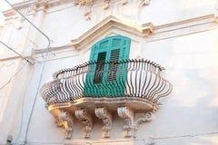 Ένα μπαλκόνι στο noto, στο νότο της Σικελίας στοκ φωτογραφία με δικαίωμα ελεύθερης χρήσης