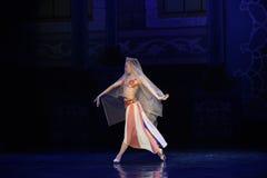 """Ένα μπαλέτο """"One χίλιο και ένα Nights† νυφών στοκ εικόνα"""
